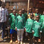 v.v. Waskemeer helpt straatkinderen Uganda aan shirts