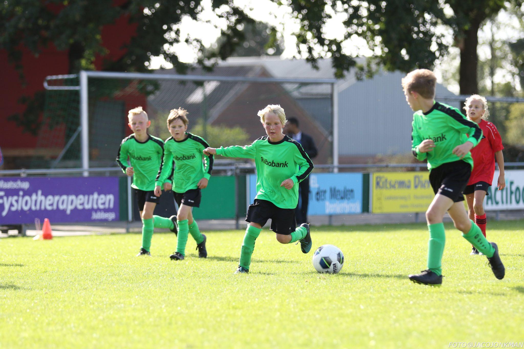 JO10 begint flitsend aan het seizoen met 6-3 overwinning op Donkerbroek