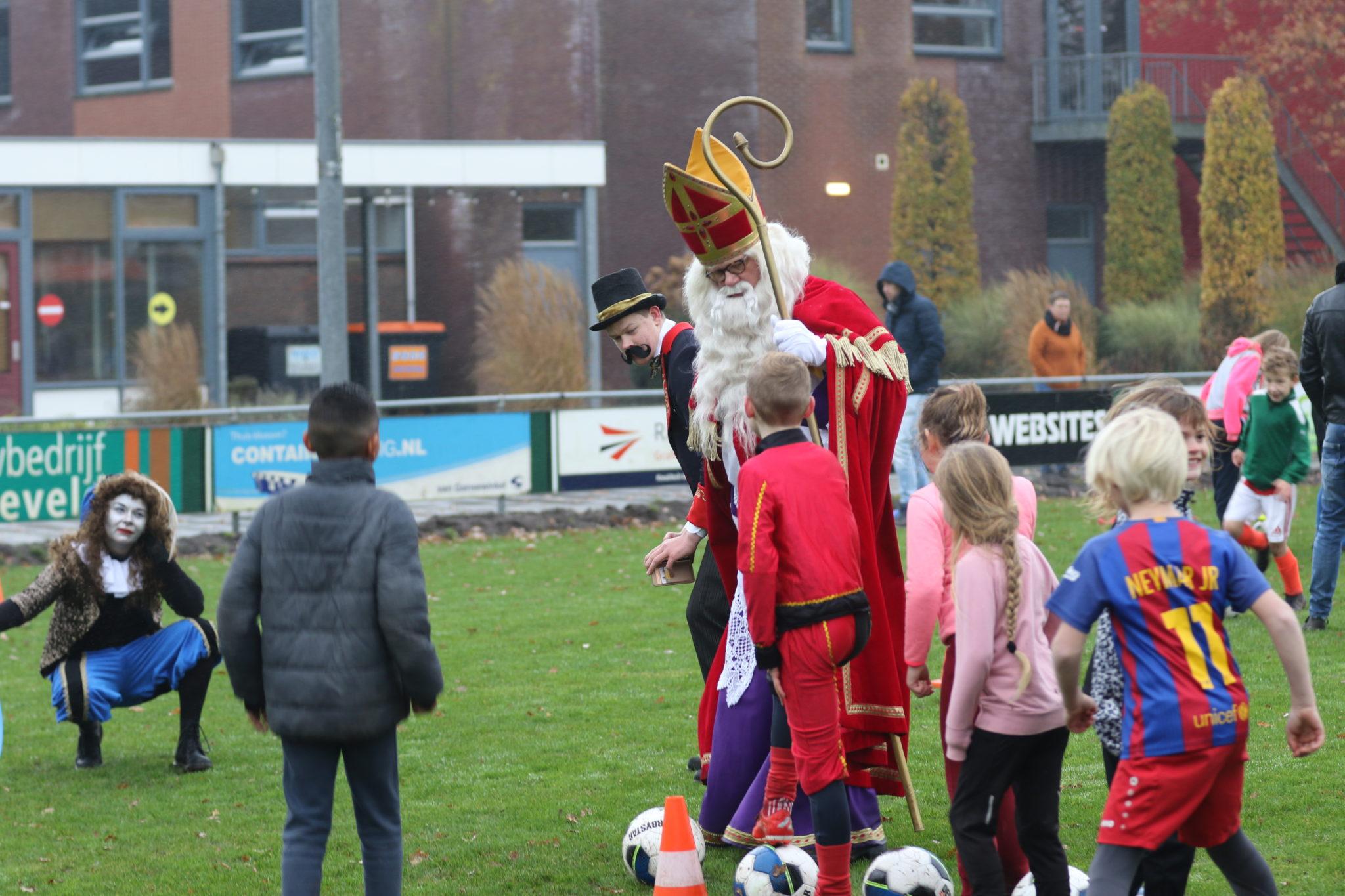 Sinterklaas bezoekt zaterdagtraining JO9/JO10/JO12